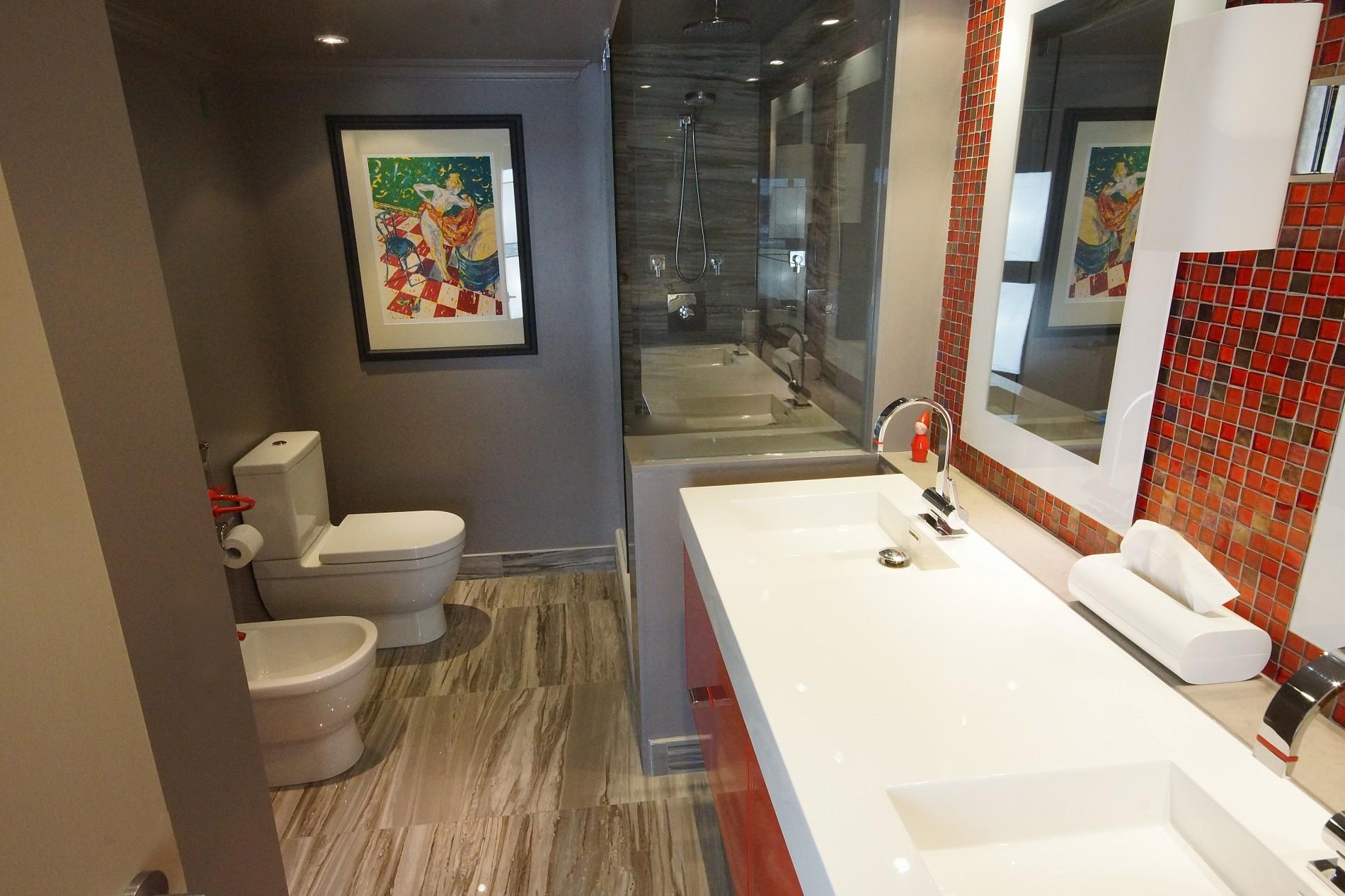Toronto Lakeshore Transitional Bathroom - Featured Image