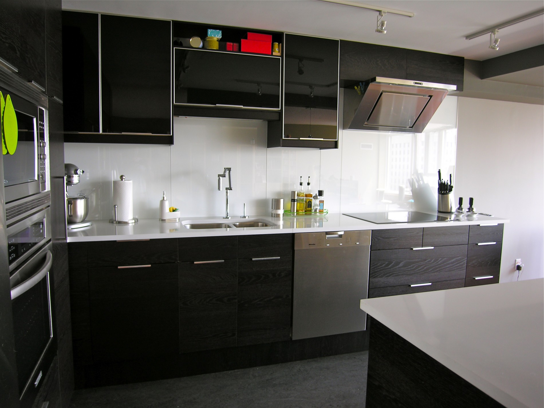 Modern Toronto Condo Kitchen - Featured Image