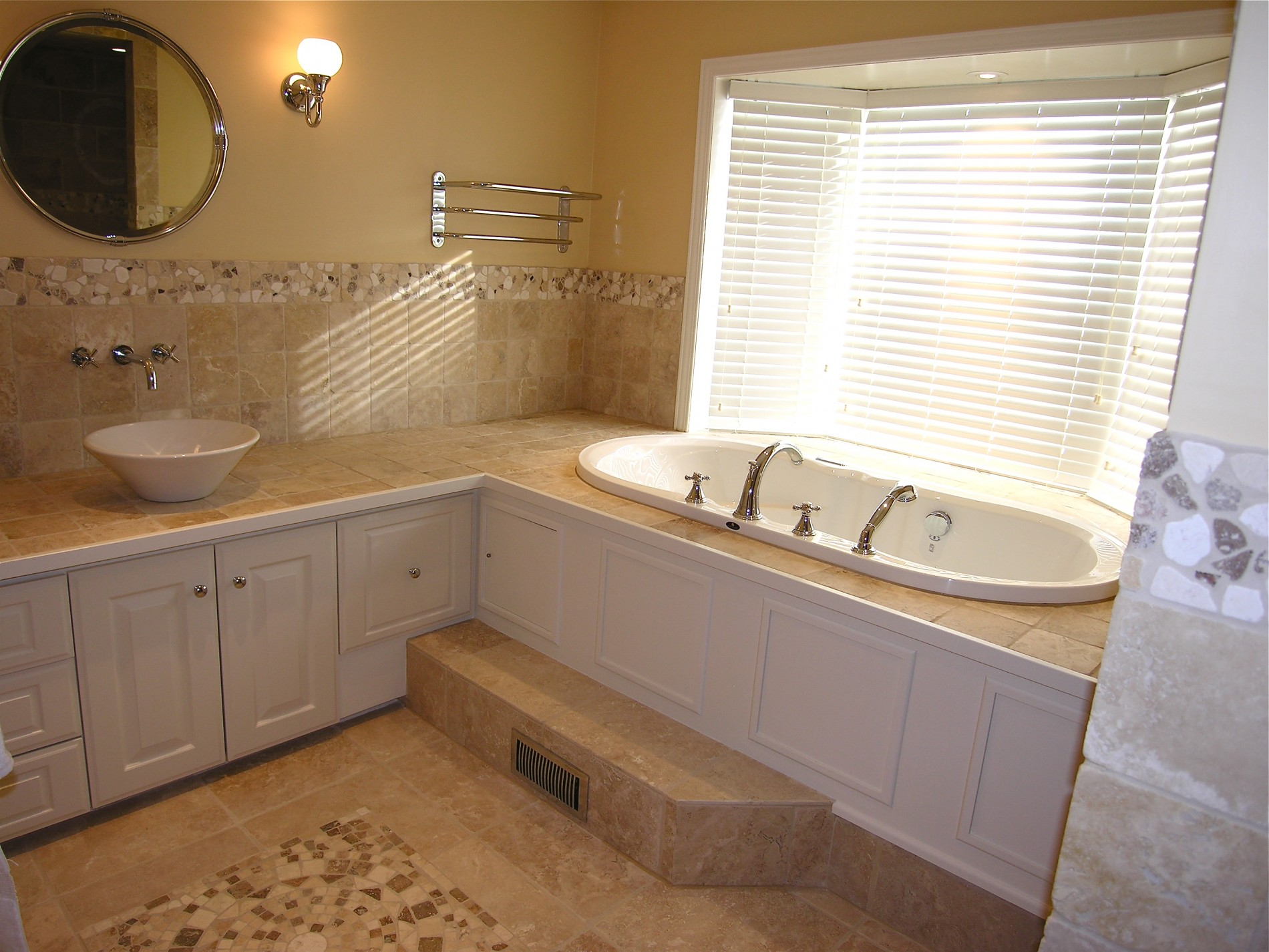 King City Ensuite Spa Bathroom - Featured Image