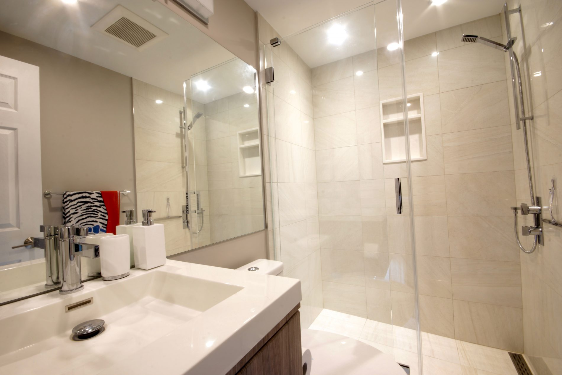 Wagon Trailway – Toronto L' Amoreaux Ensuite, Main Bath, & Powder Room - Featured Image